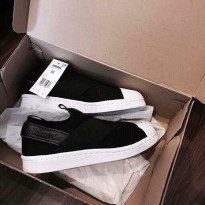Giày Sneaker Slipon Sò Chéo