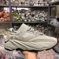 Giày thể thao Yeezy 700 Analog