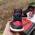 nike_air_jordan_1_retro_high_og_bred_toe_(4).jpg