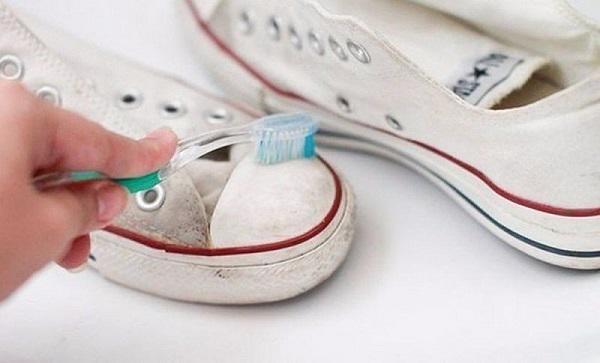 Có nên giặt giày không? Hướng dẫn cách làm sạch giày tại nhà